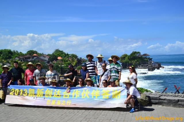 Группа китайских туристов в Танах Лоте