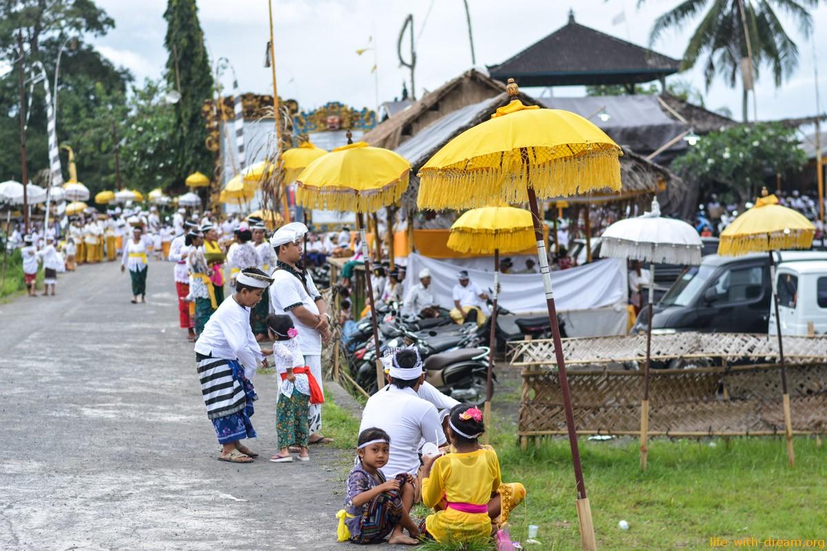 Праздники на Бали. Галунган и Кунинган – добро всегда побеждает зло.