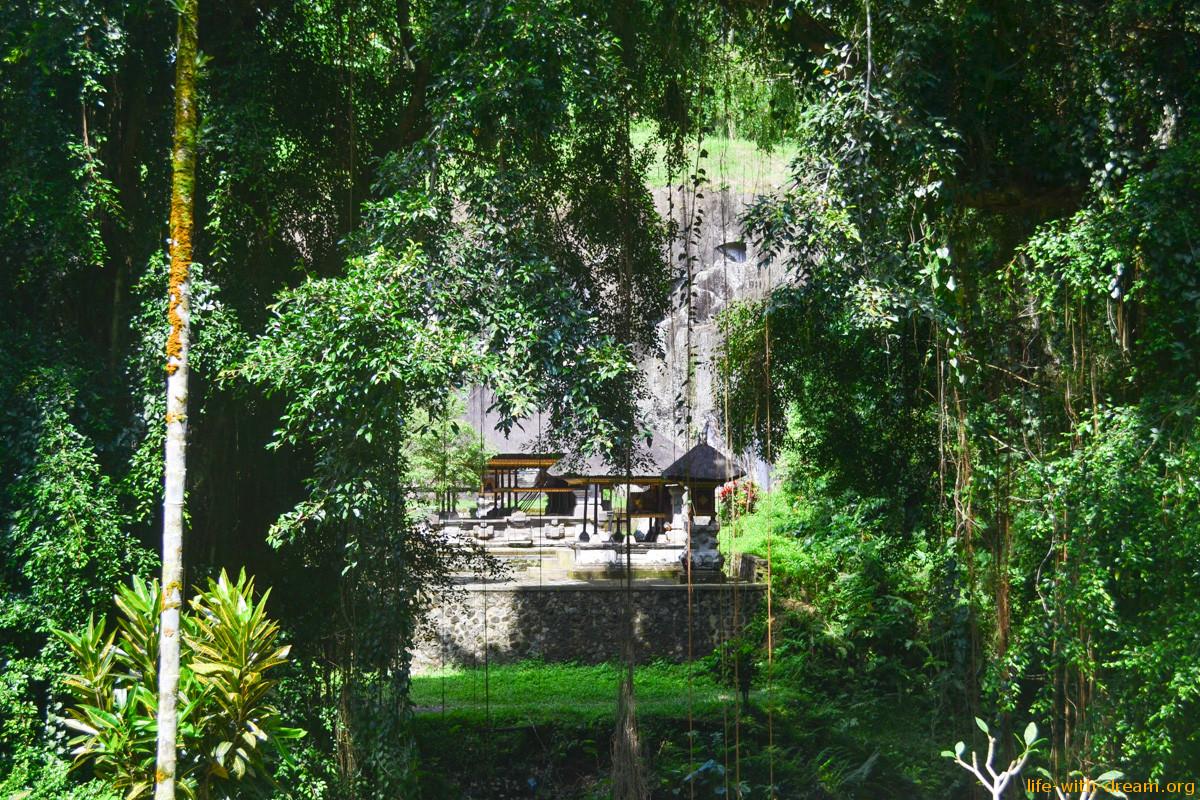 Гунунг Кави - древний индуистский пещерный храм на Бали