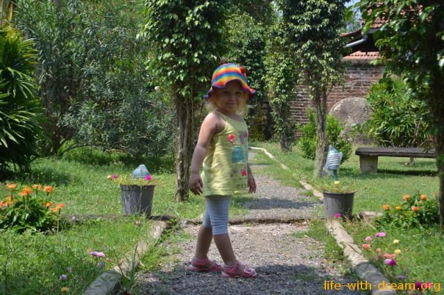 С детьми в Шри-Ланке