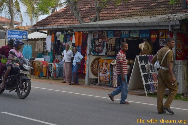 Главная улица Хиккадувы