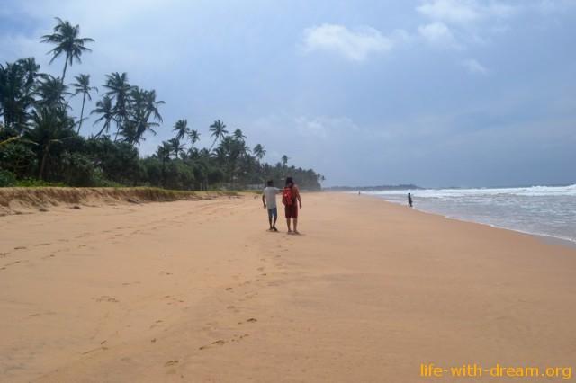 Хиккадува пляж