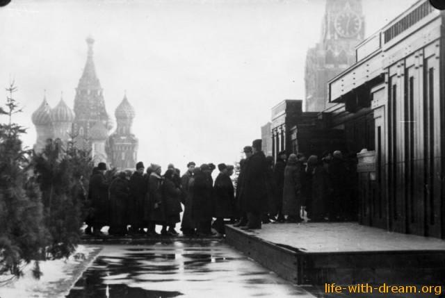 Очередь в мавзолей В.И. Ленина