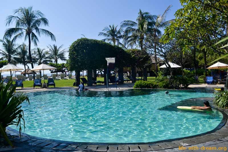 бассейн в отеле Grand Mirage Resort Thallaso Bali