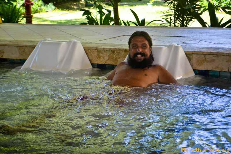 Джакузи с морской водой в спа-салоне отеля