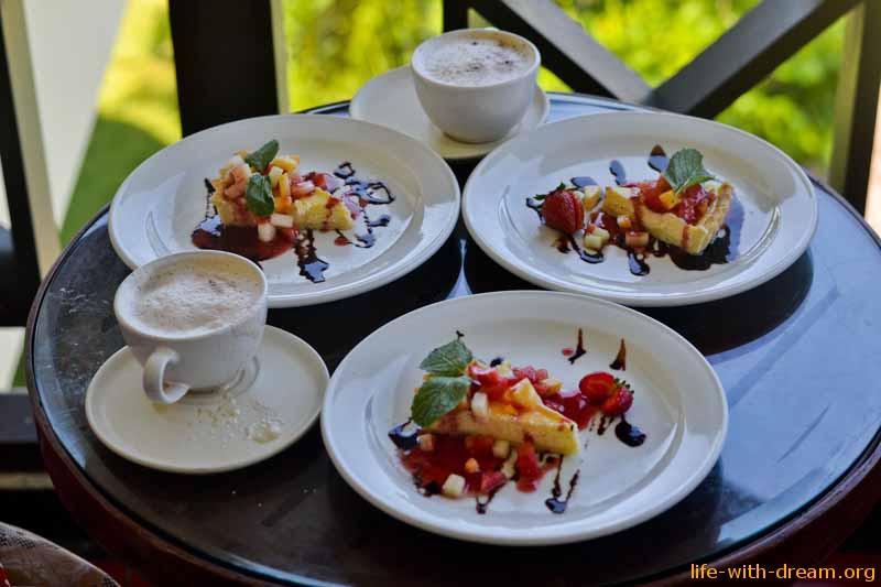 Десерты в отеле Grand Mirage Resort Thallaso Bali