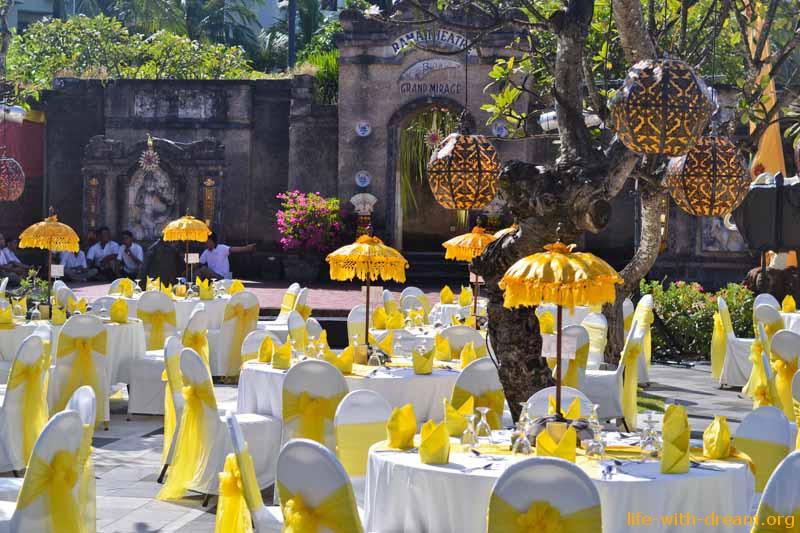 празднование индийской свадьбы в ресторане Rama Stage