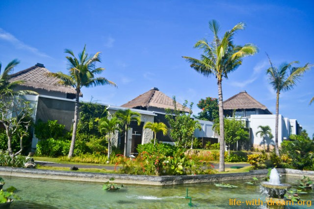 Samabe Bali Suites and Villas – luxury hotel on Bali. Our review.
