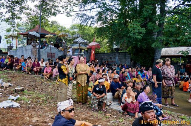 ceremoniya-kremacii-na-bali-15