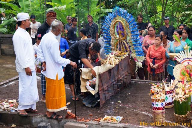 ceremoniya-kremacii-na-bali-19