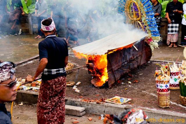 ceremoniya-kremacii-na-bali-25