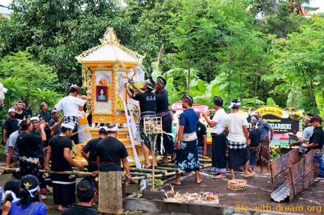 ceremoniya-kremacii-na-bali-6