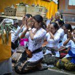 Балийские зарисовки. Кремация священника (мангку) в нашей деревне.