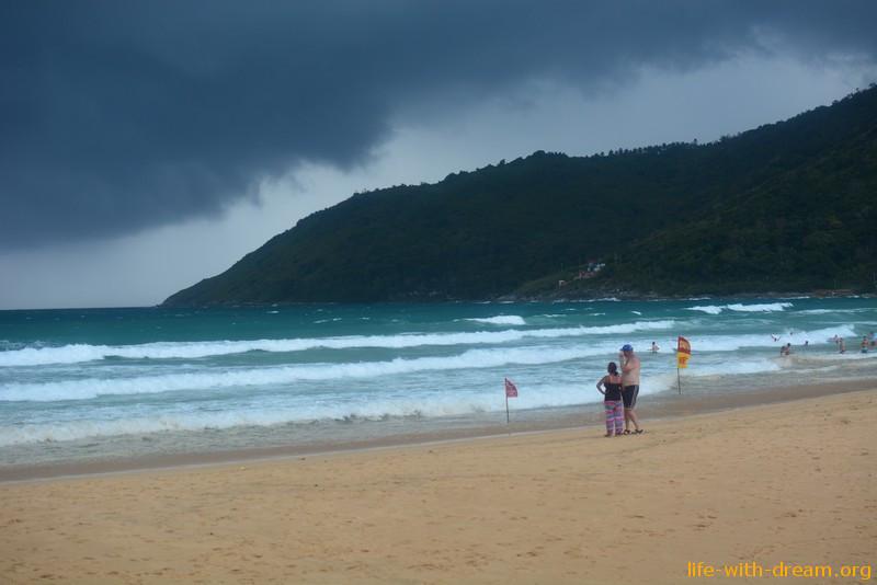Пляж Найхарн в дождливый сезон