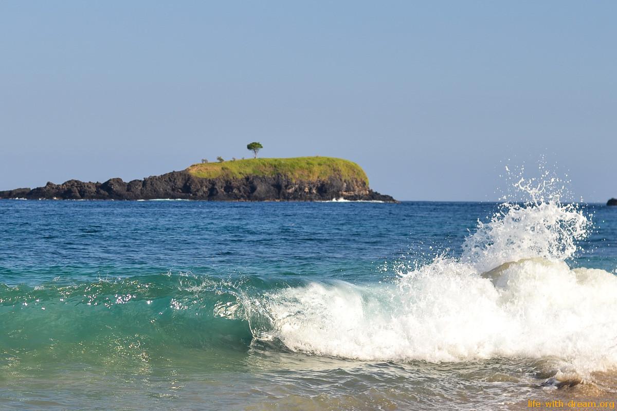 Красивый пляж на востоке Бали - White Sand Beach, он же Virgin Beach