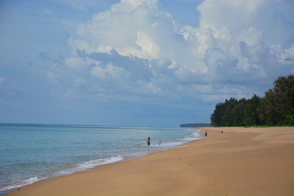 Пляж Май Као (Mai Khao Beach) - пустынный пляж на севере Пхукета
