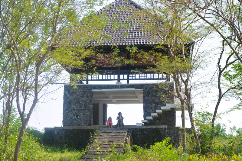 Джокьякарта. Прогулка по храмам Ijo и Plaosan. И про энергию утра. :)